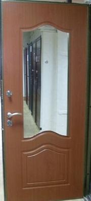 двойные входные двери с зеркалом внутри